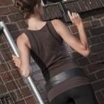 Woman with gun outdoor — Stock Photo