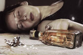 Dead from pills and alcohol — Stock Photo