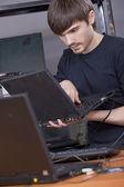 安装软件的计算机技术员 — 图库照片
