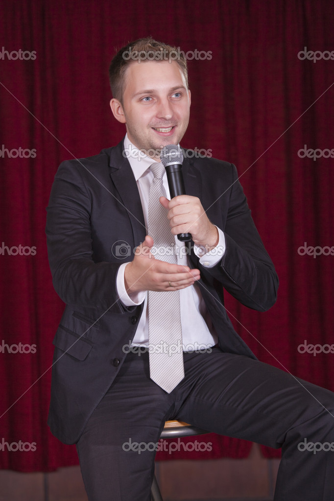 Comedian on the stage talking with audiences — Stock Photo #3694380