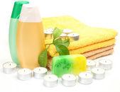 Towel and shampoo — Stock Photo