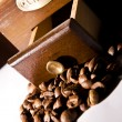Vintage coffee grinder and coffee beans — Stock Photo