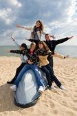 Vijf vrienden op de boot — Stockfoto