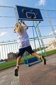 Girl playing basketball outside — Stock Photo