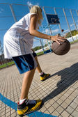 Girl playing basketball outdoors — Foto de Stock