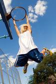 Girl playing basketball outdoors — Stock Photo