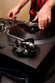 Hip-hop dj scratching the vinyl — Stockfoto