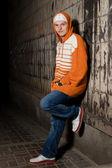 Genç uyuşturucu satıcısı köşe — Stok fotoğraf