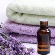 Aromatherapy oil and lavender - Foto Stock