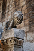 Stone lion statue — Stock Photo