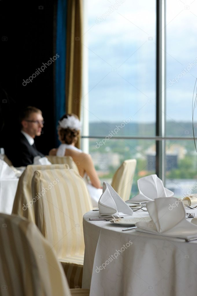Groom and bride in the cafe looking at the city through the window — Stock Photo #3119907