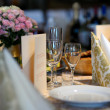 Festive table set — Stockfoto