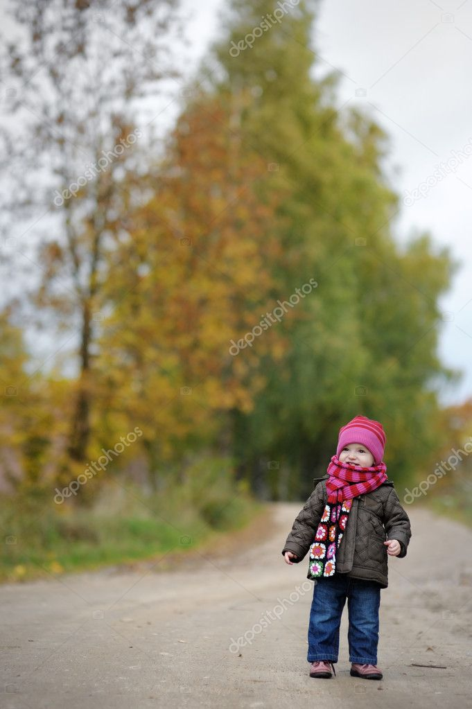 Nice little baby in an autumn park — Stockfoto #3120253