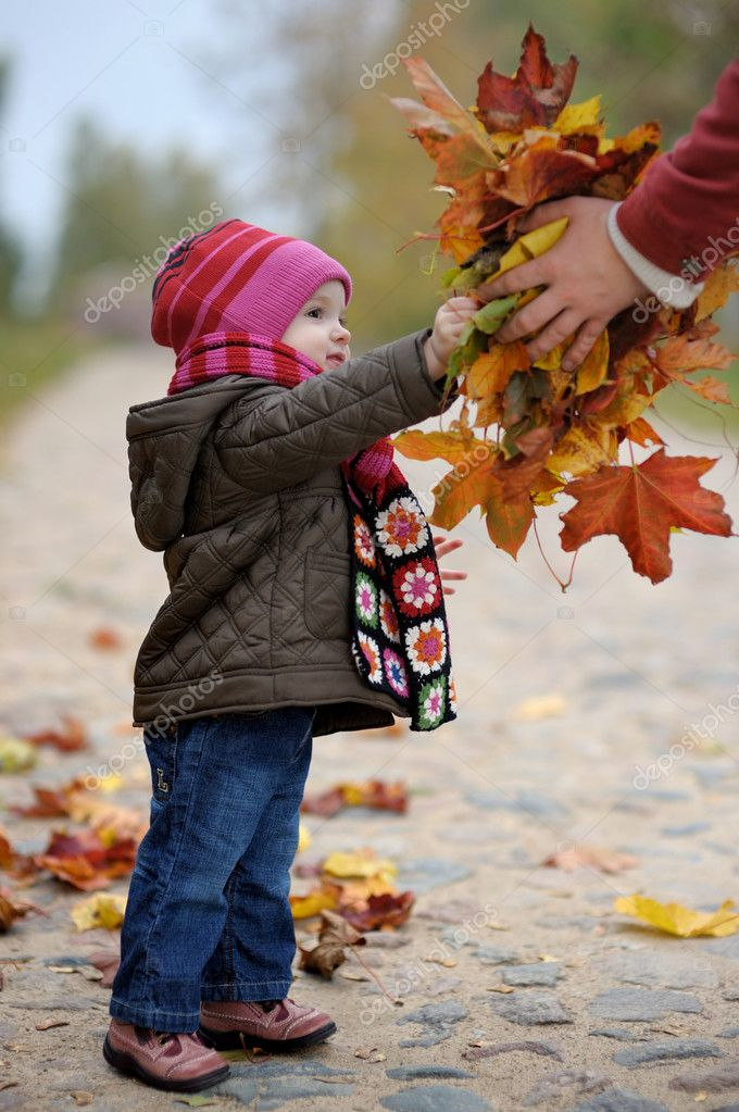 Little baby is taking a bunch of maple leaves — Stock Photo #3120256