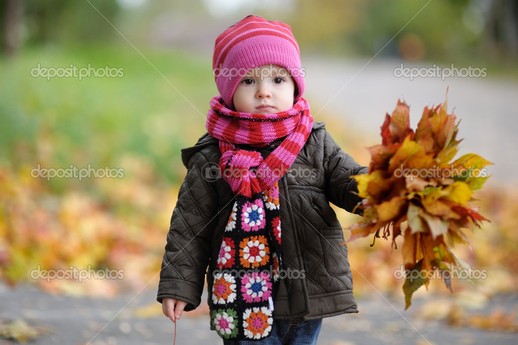 Nice little baby in an autumn park — Stok fotoğraf #3120290