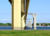 Ponte sobre o rio volga, rússia — Foto Stock