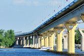 Pont sur le fleuve volga, russie — Photo