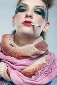 Dziewczyna punk glam palenia — Zdjęcie stockowe