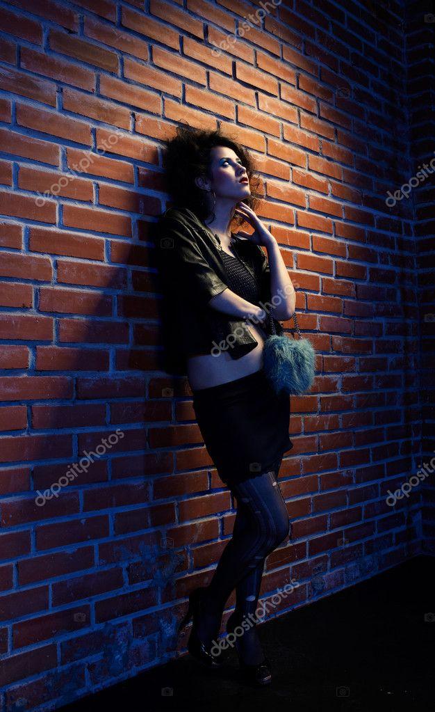 Фото около стены