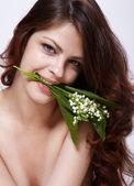 Niña con flores — Foto de Stock