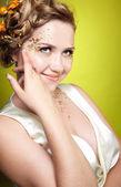 Meisje in witte jurk — Stockfoto