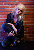 Blonde girl glam rocker — 图库照片