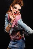 Glam punk meisje roken — Stockfoto