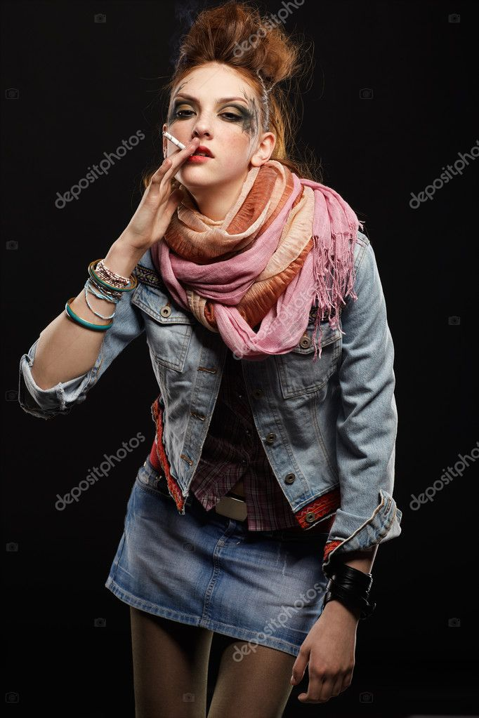 Portrait of glam punk redhead girl smoking cigarette — Stockfoto #4325182