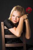 Meisje met bloem — Stockfoto