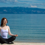 Beautiful girl meditating — Stock Photo