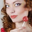 Woman holding candy — Stockfoto