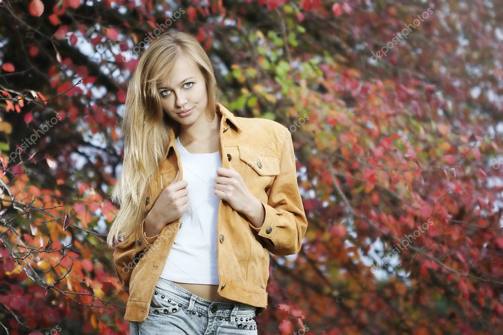 Beautiful sexy woman portrait in natural autumn outdoors  — Stock Photo #3863339