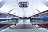 два поезда на платформе — Стоковое фото