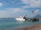White boat mooring on the sea — Stock Photo