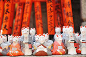 Foxes at Fushimi Inari shrine — Stock Photo