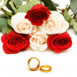 Roses and wedding rings isolated — Stock Photo #2694936