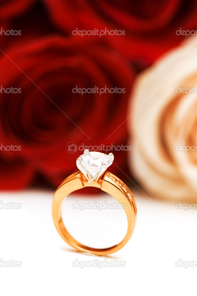 Engagement ring and roses at the background — Lizenzfreies Foto #2694909