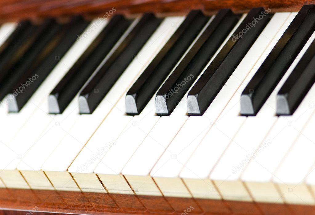 白键和黑键的钢琴图片