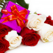 Giftbox and roses isolated — Stock Photo