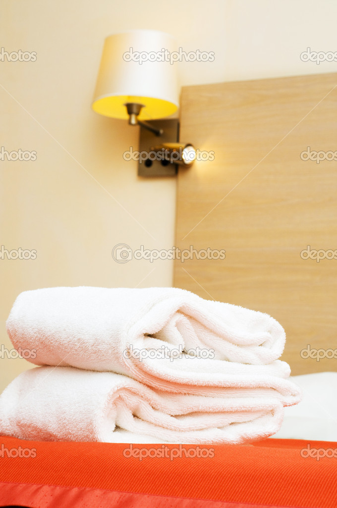 Double bed in the hotel room — Stock Photo #2874941