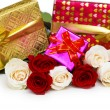 Giftbox and roses isolated on the white — Stock Photo