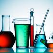geassorteerde laboratoriumapparatuur glaswerk — Stockfoto