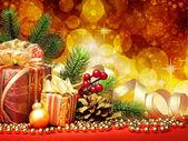 Fir kerstboom met geschenken — Stockfoto