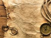 Boussole, de corde, de verres et de vieux papiers — Photo