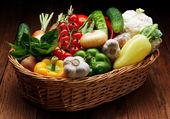 Legumes frescos, frutas e outros produtos alimentares. — Fotografia Stock