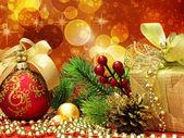 Fir kerstboom met papier — Stockfoto