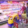 Family in food shop - Stockfoto