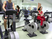 Boy and girl in health club — Stock Photo