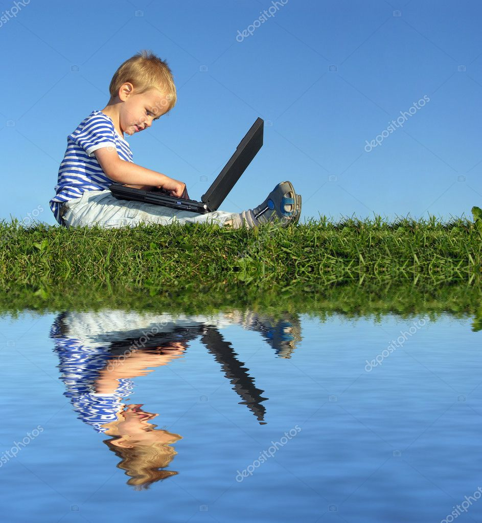 Child with notebook sit blue sky and water — Stock Photo #3539914