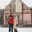 Couple and winter house — Stock Photo